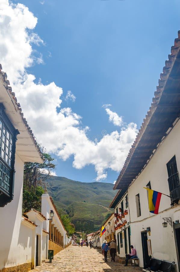 Calle con los edificios del colonia en Villa de Leyva - Colombia fotografía de archivo