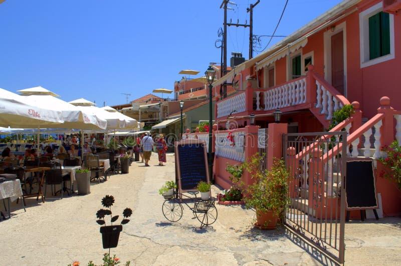 Calle costera pintoresca, Fiskardo, Grecia fotografía de archivo libre de regalías