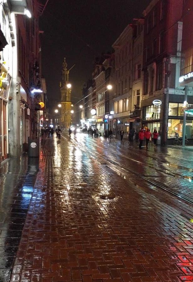 Calle de Amsterdam después de la lluvia fotos de archivo libres de regalías