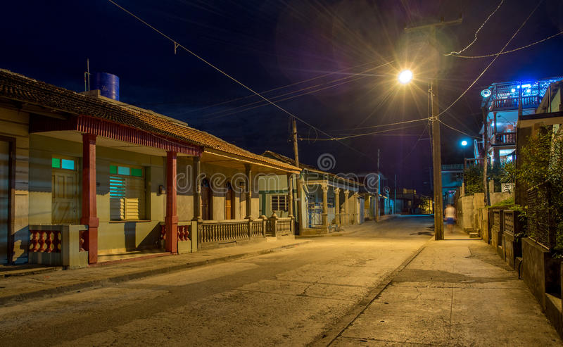 Calle de Baracoa en la noche Cuba fotografía de archivo libre de regalías