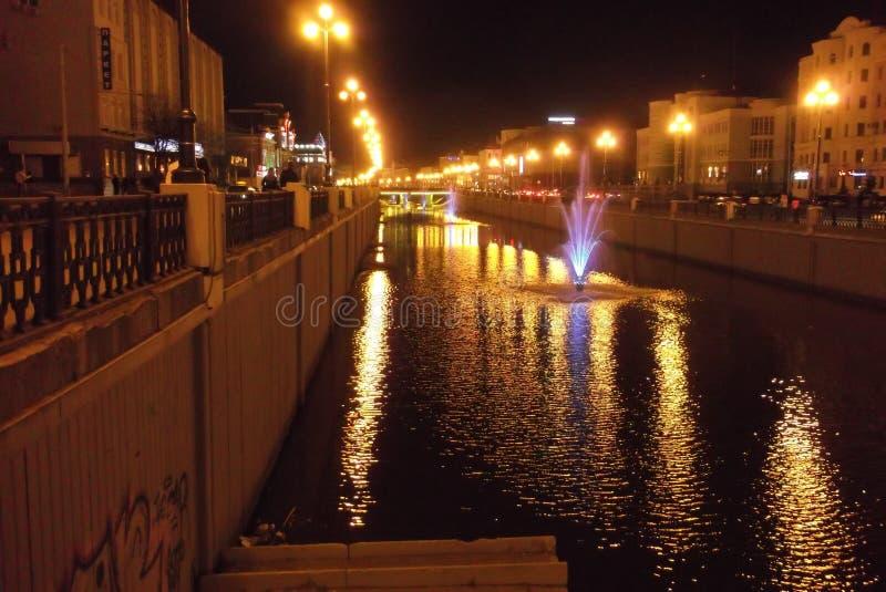 Calle de Bulak en la noche en Kazán foto de archivo