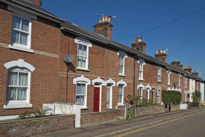 Calle de casas colgantes victorianas en el Reino Unido foto de archivo