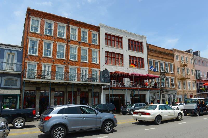 Calle de Decatur en el barrio francés, New Orleans fotos de archivo