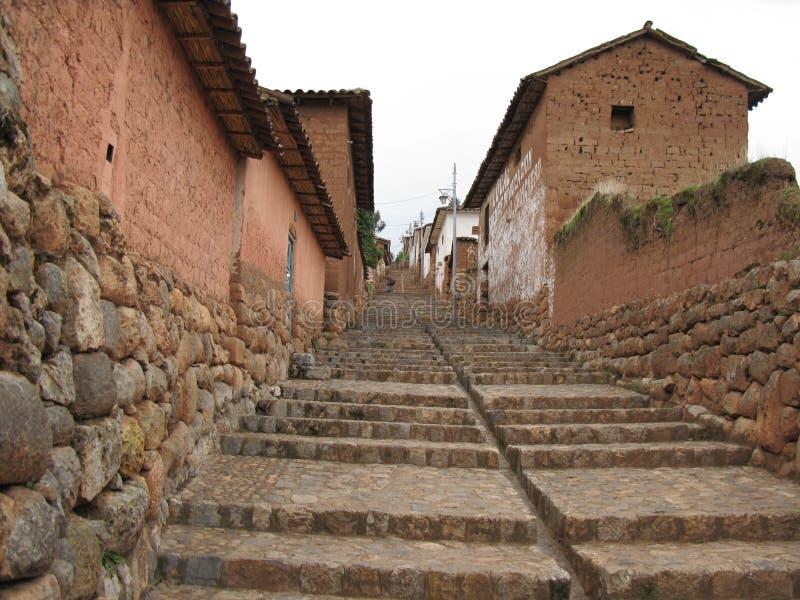 Calle de escaleras en FN-pueblo de Peru fotografering för bildbyråer