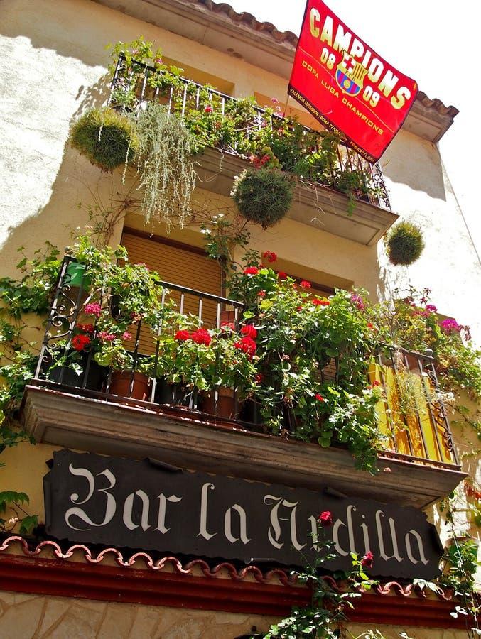 Calle de España con la bandera de la liga de los campeones imagenes de archivo