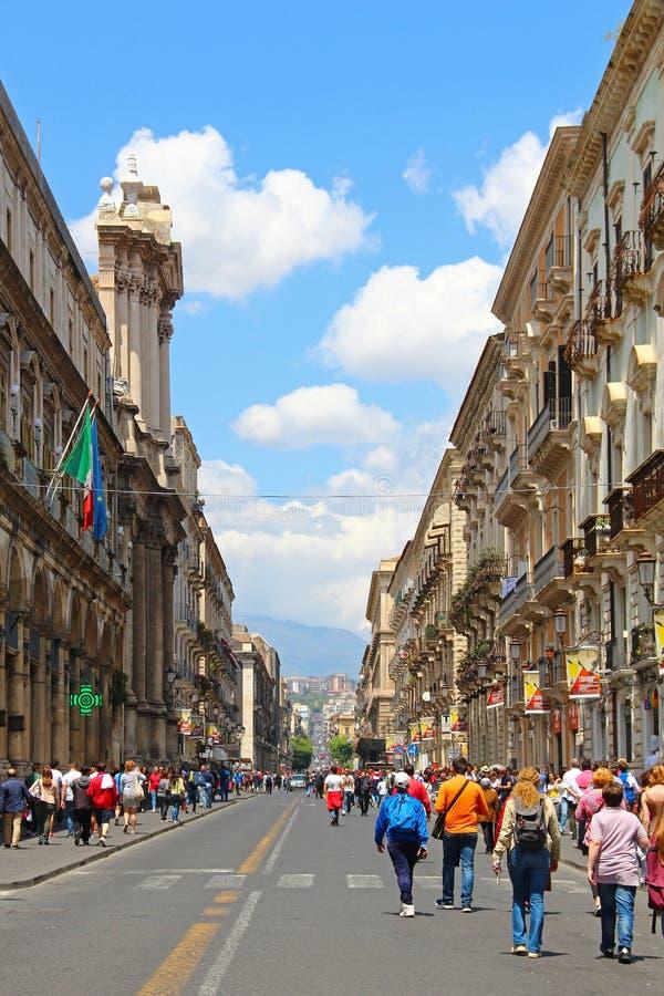 Calle de Etnea, Catania, Sicilia, Italia imagenes de archivo