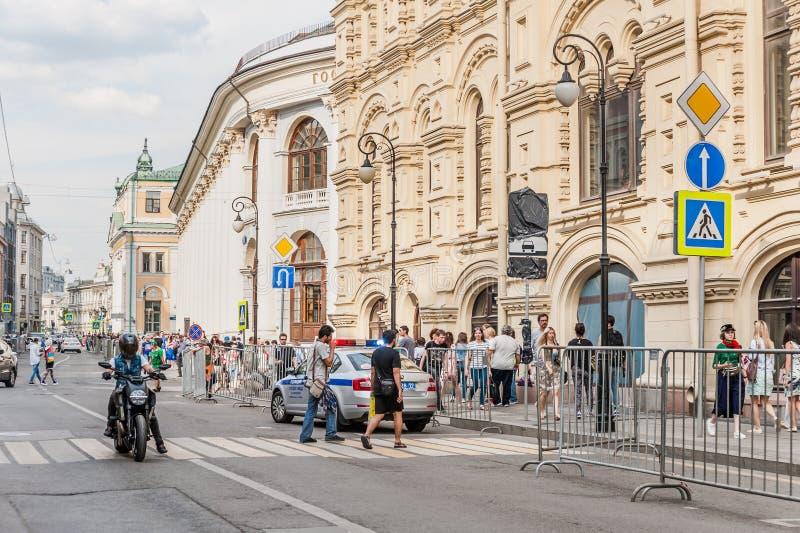 Calle de Ilyinka Filas comerciales medias y Gostiny Dvor fotografía de archivo libre de regalías