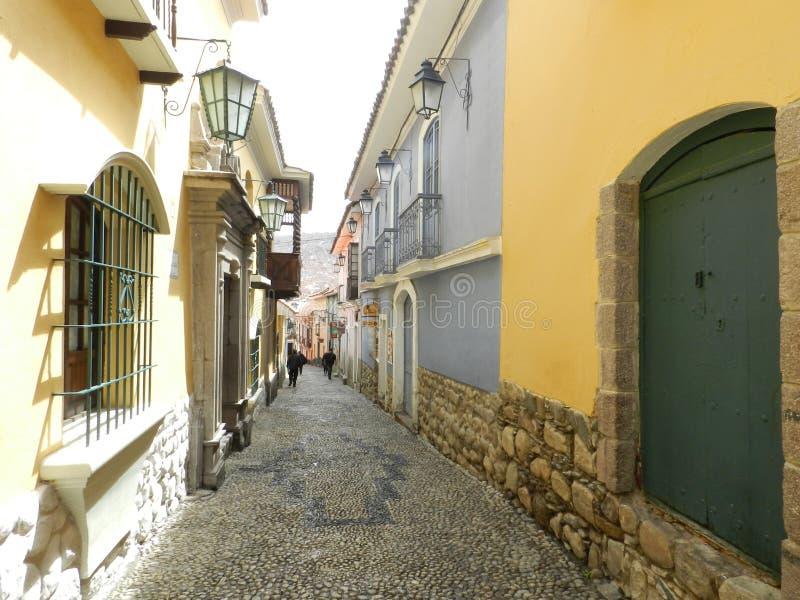 Calle de Jaén donde usted encuentra el viejo con el nuevo imagen de archivo libre de regalías