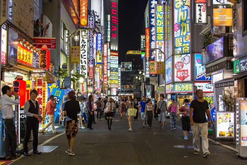 Calle de Kabukicho en Tokio, Japón fotografía de archivo