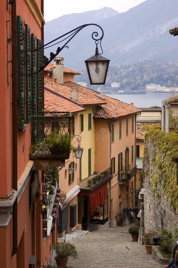 Calle de la aldea de Como del lago foto de archivo