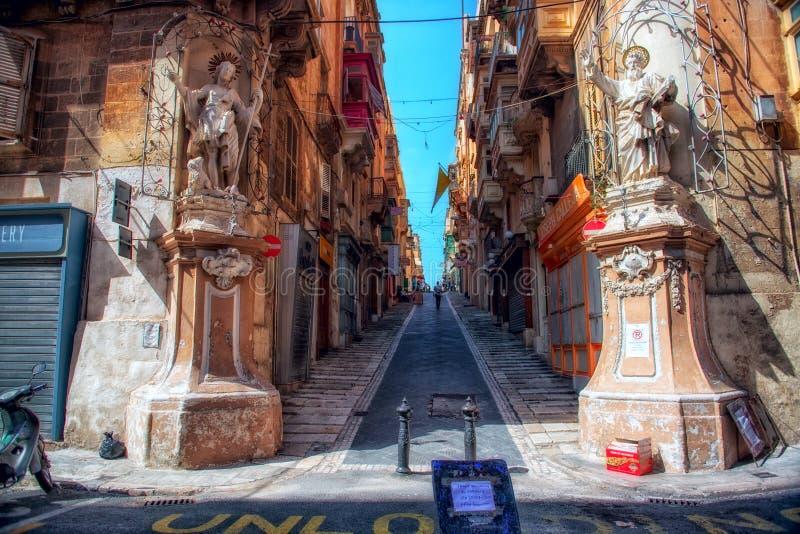 Calle de la ciudad de La Valeta imagenes de archivo