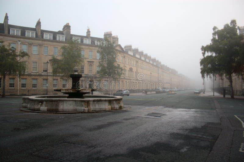 Calle de la ciudad del baño en la niebla 2 fotos de archivo libres de regalías