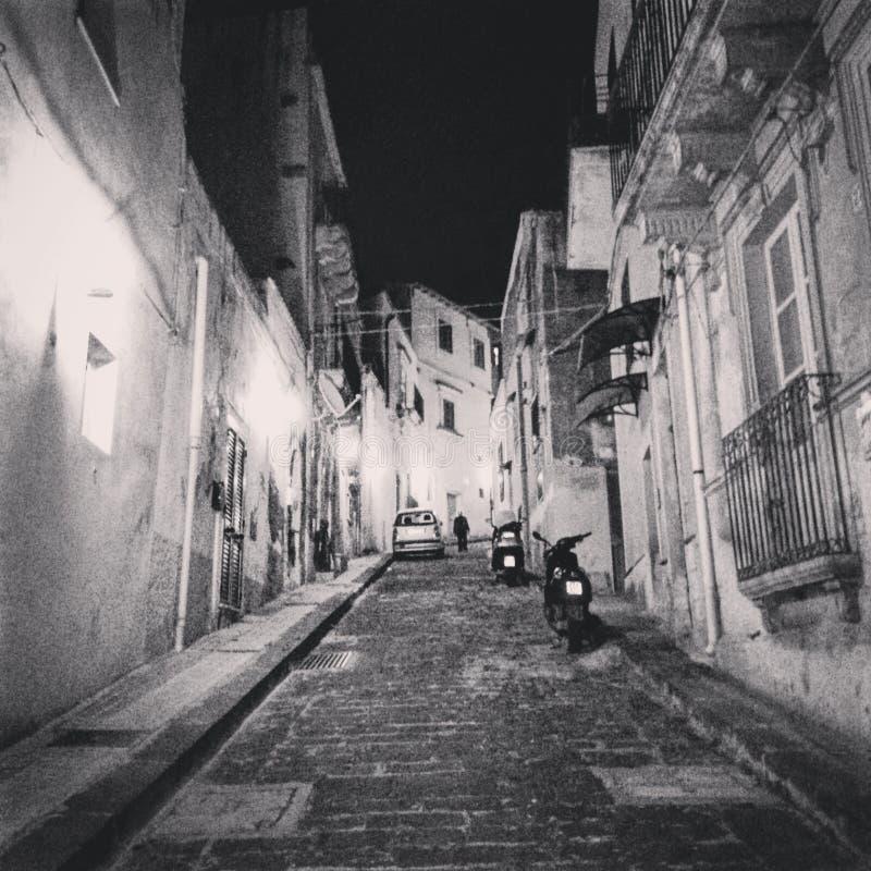 Calle de la ciudad siciliana foto de archivo