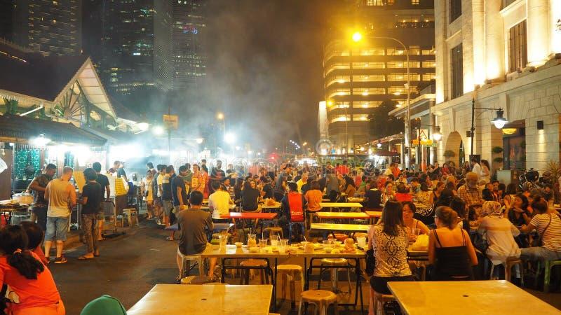 Calle de la comida en Singapur en la noche foto de archivo libre de regalías