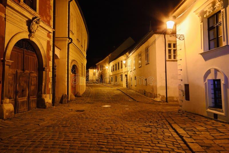 Calle de la noche de Bratislava foto de archivo