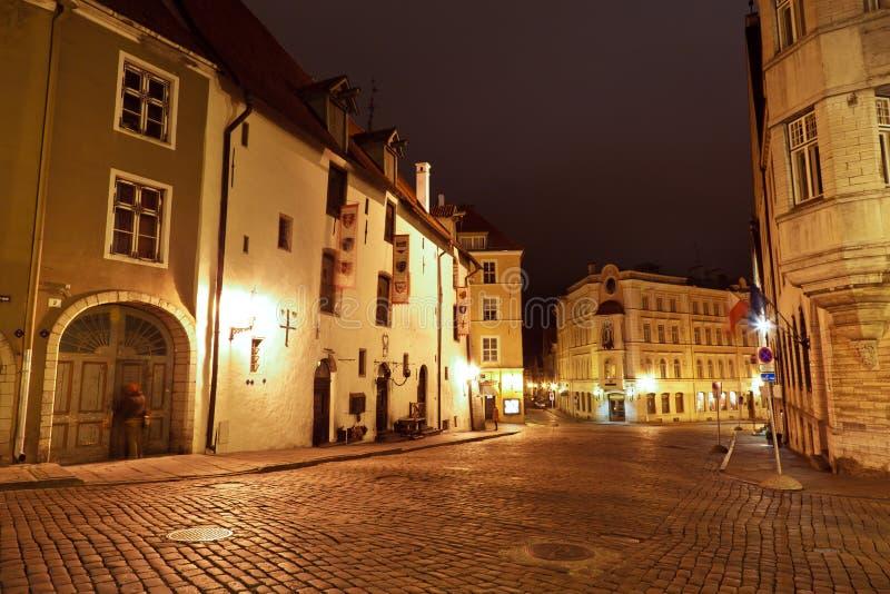 Calle De La Noche En La Tallinn Vieja, Estonia Fotos de archivo