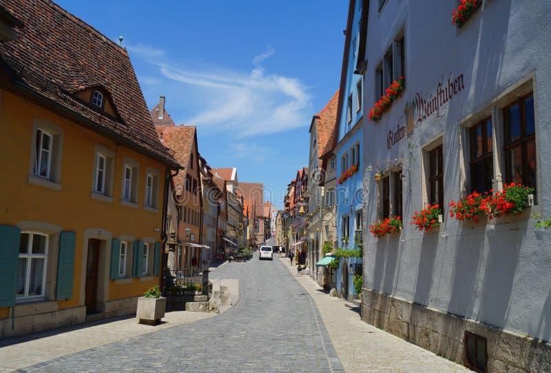 Calle de las compras de la ciudad histórica en el der Tauber del ob de Rothenburg imagen de archivo libre de regalías