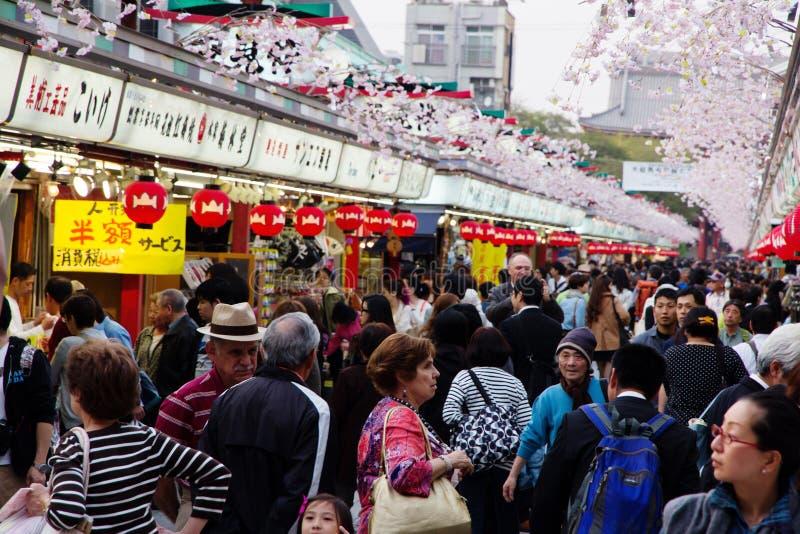 Calle de las compras de Nakamise en Asakusa foto de archivo libre de regalías