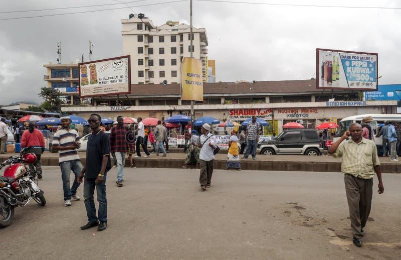 Calle de las compras en Arusha imagenes de archivo
