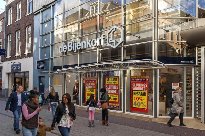 Calle de las compras en el centro de ciudad de Arnhem, Países Bajos imágenes de archivo libres de regalías