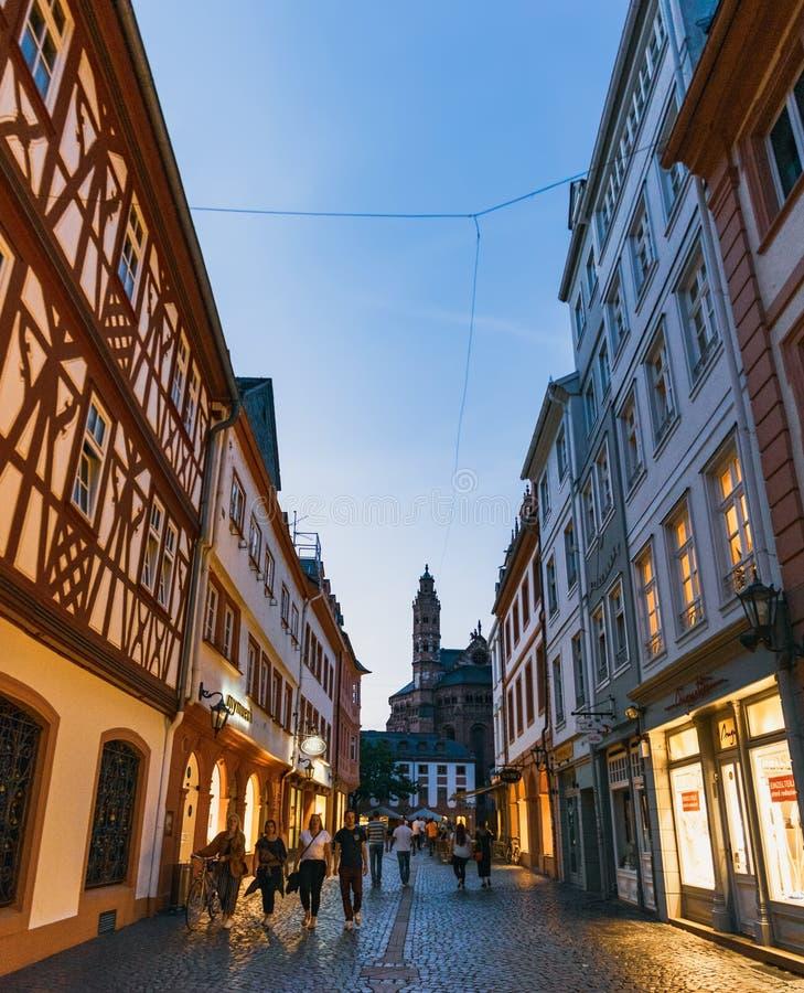 Calle de Leichhof en Maguncia, Alemania foto de archivo