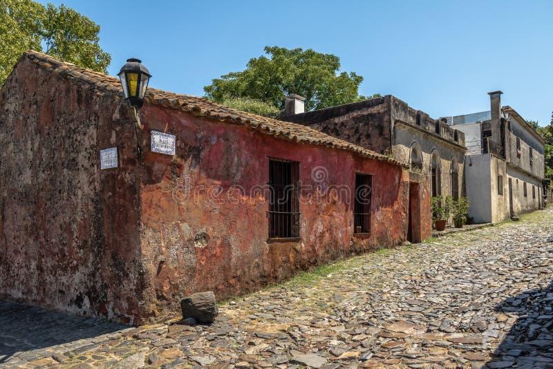 Calle de Los Suspiros Sighs οδός - Colonia del Σακραμέντο, Ουρουγουάη στοκ εικόνες