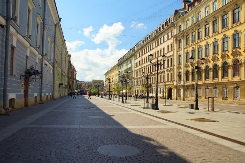 Calle de Malaya Konyushennaya en St Petersburg fotografía de archivo