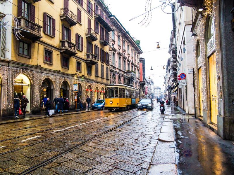 Calle de Milán, Italia imagen de archivo