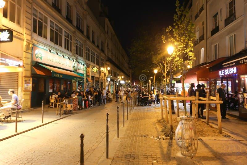 Calle de París en la noche fotos de archivo libres de regalías
