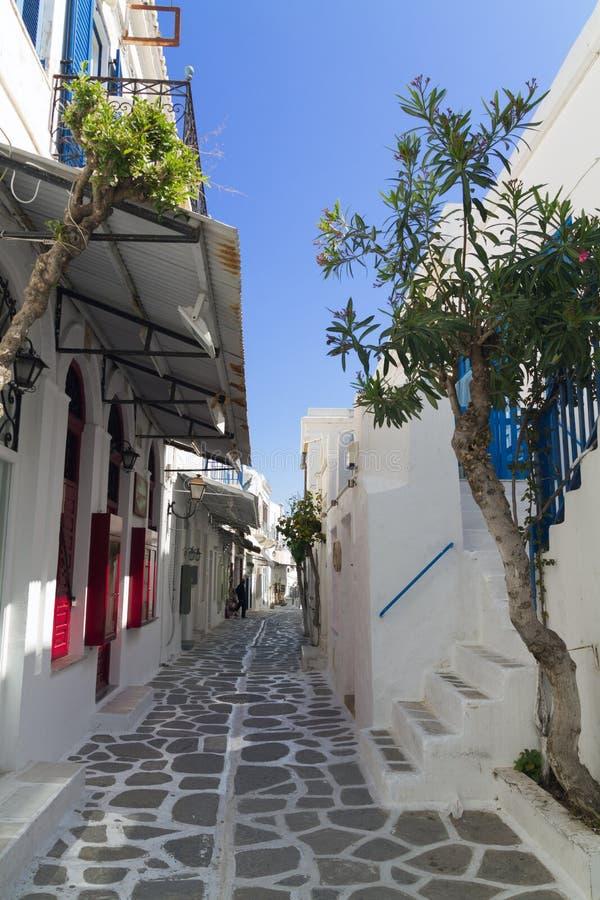 Calle de Parikia en la isla griega de Paros foto de archivo
