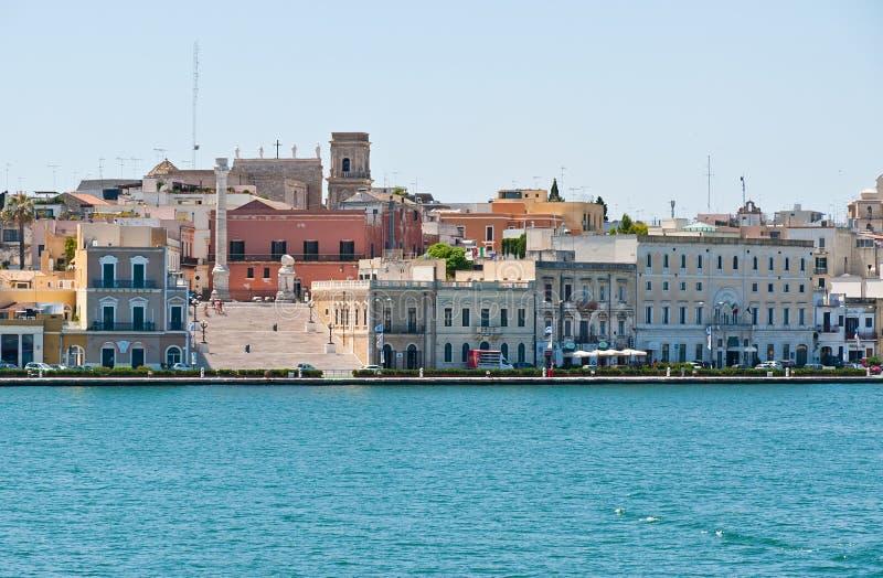 Calle de Quay de la ciudad de Brindisi, Italia imagen de archivo libre de regalías