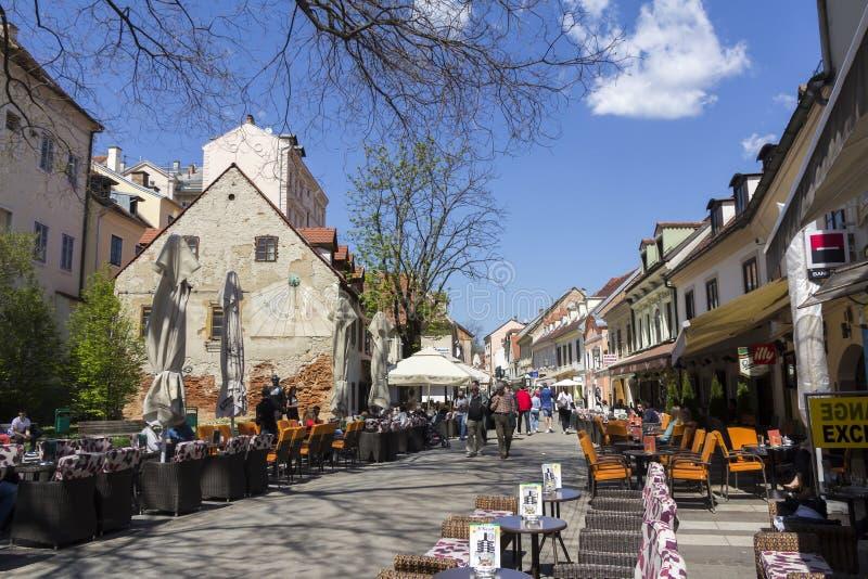 Calle de Tkalciceva en la capital de Zagreb de Croacia fotografía de archivo