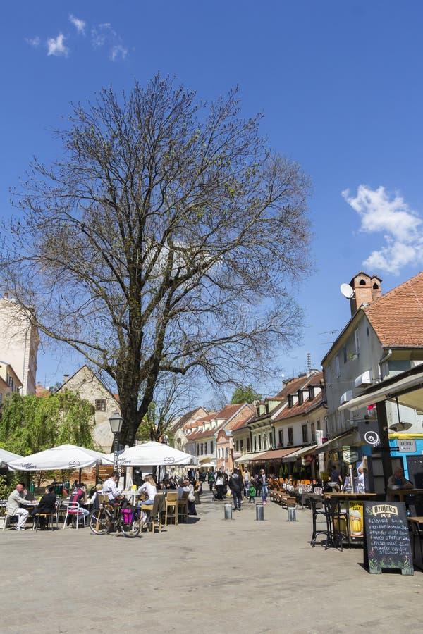 Calle de Tkalciceva en la capital de Zagreb de Croacia fotos de archivo