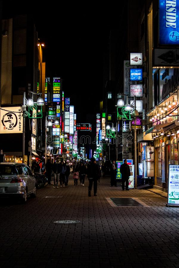 Calle de Tokio en la noche imagen de archivo libre de regalías