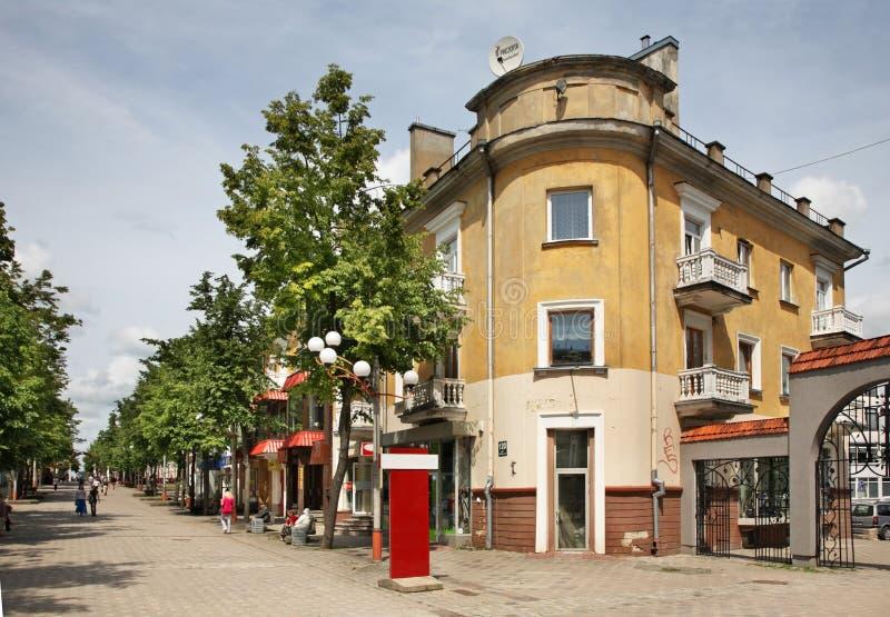 Calle de Vilniaus en Siauliai lituania fotografía de archivo libre de regalías