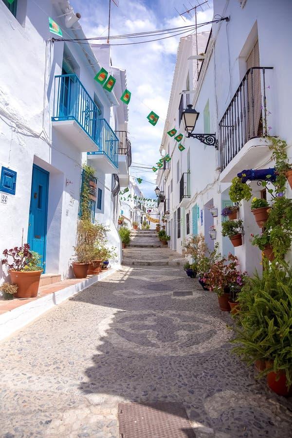 Calle del azul de Frigiliana foto de archivo