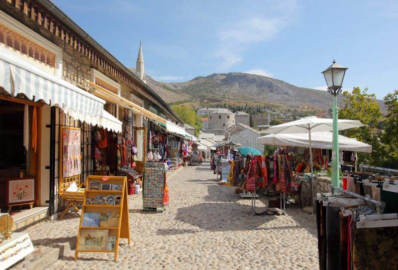 Calle del bazar de la ciudad de Mostar fotos de archivo libres de regalías