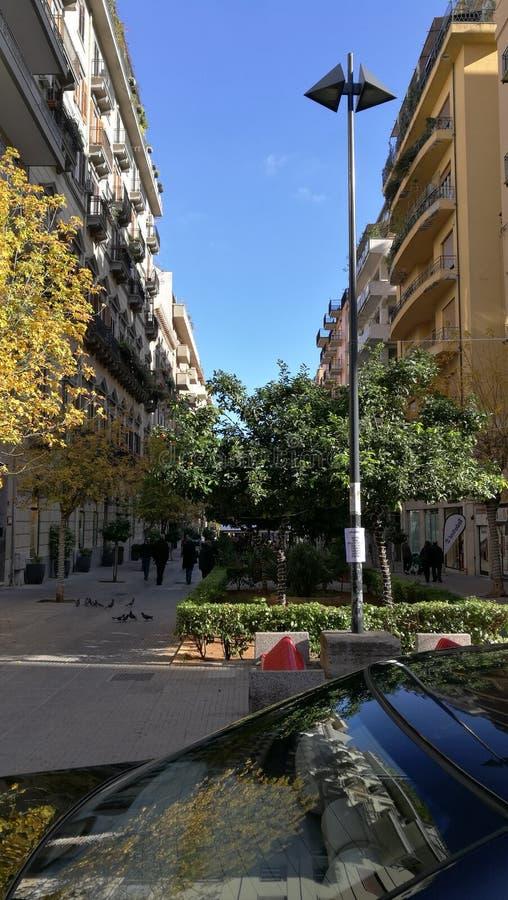 Calle del centro de Palermo, Sicilia, las TIC fotografía de archivo