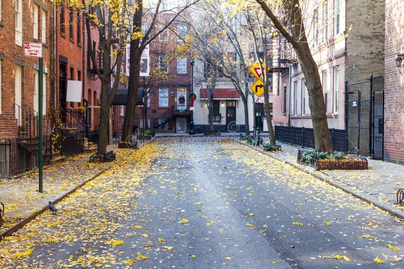 Calle del comercio en la vecindad histórica o del Greenwich Village imagenes de archivo