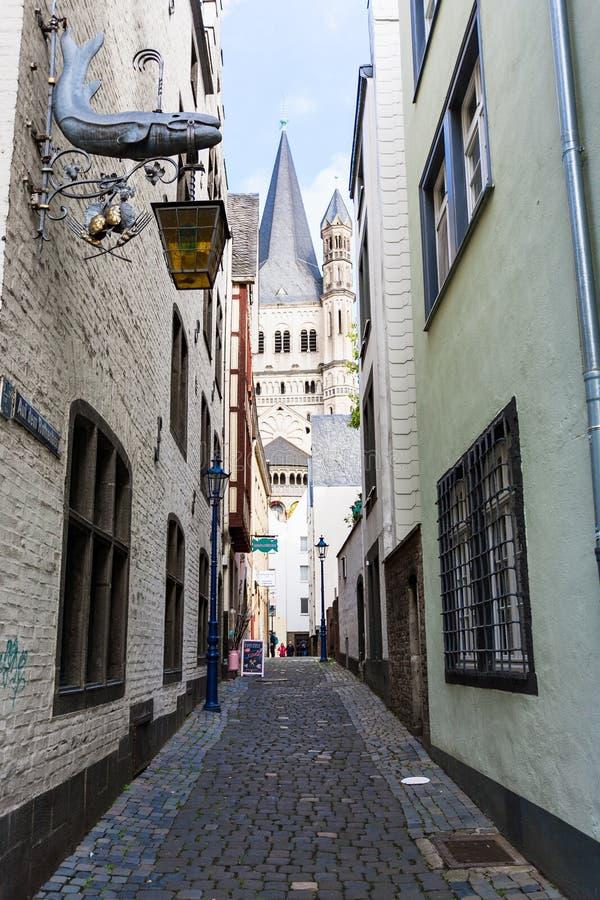 Calle del dem Rothenberg del Auf en el centro de Colonia imagen de archivo