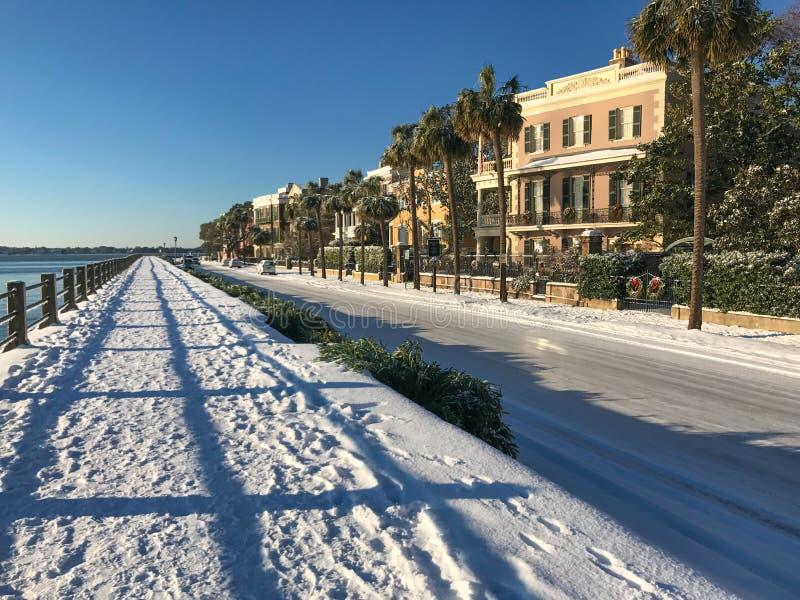 Calle del este de la bahía, Charleston, nevada del SC después del 3 de enero fotos de archivo