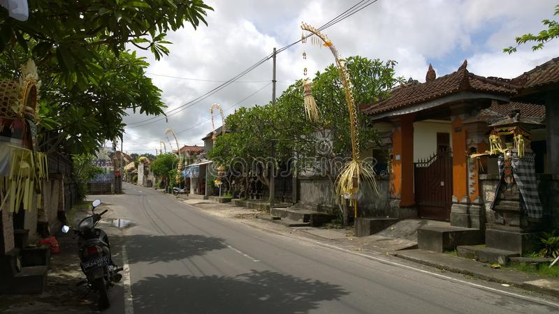 Calle del pueblo en Kuta Selatan, Bali (Indonesia) fotografía de archivo libre de regalías