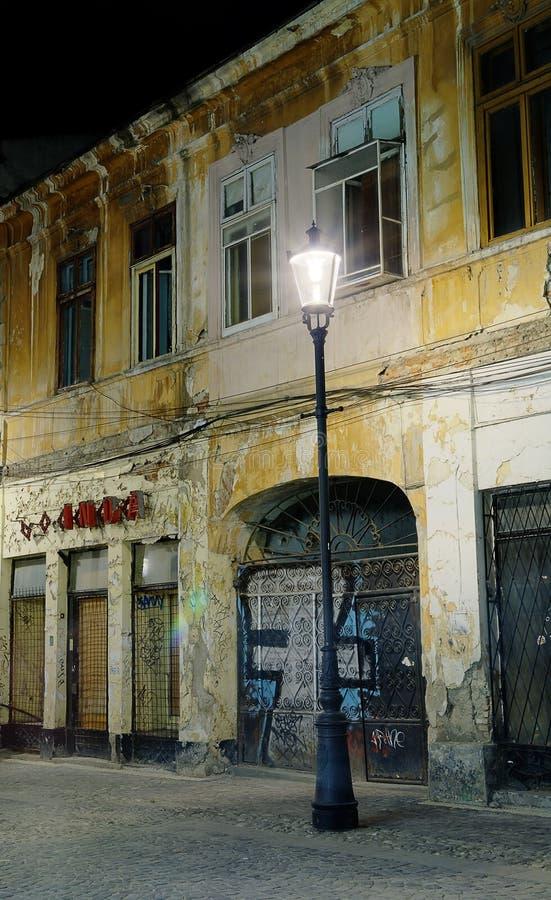 Calle Del Vintage En La Noche En Bucarest Fotografía de archivo