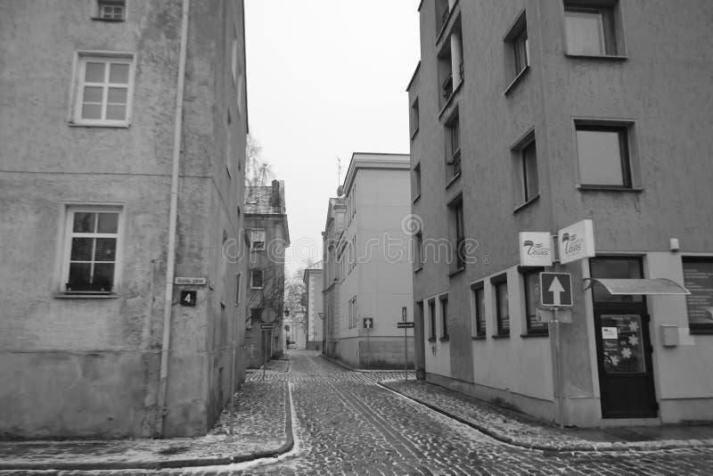 Calle en el centro de Klaipeda imagen de archivo