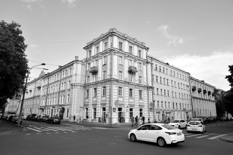 Calle en el centro de Kronstadt fotos de archivo