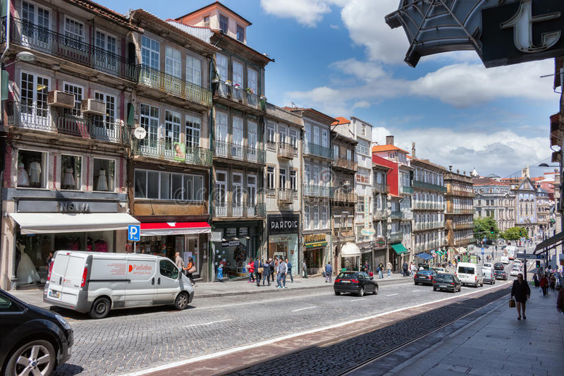 Calle en el centro de la ciudad en Oporto, Portugal Patrimonio mundial Si de la UNESCO fotografía de archivo