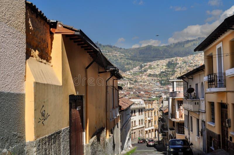 Calle en el centro histórico de Quito, Ecuador foto de archivo