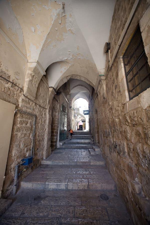 Calle en el cuarto árabe de la ciudad vieja de Jeru imagen de archivo