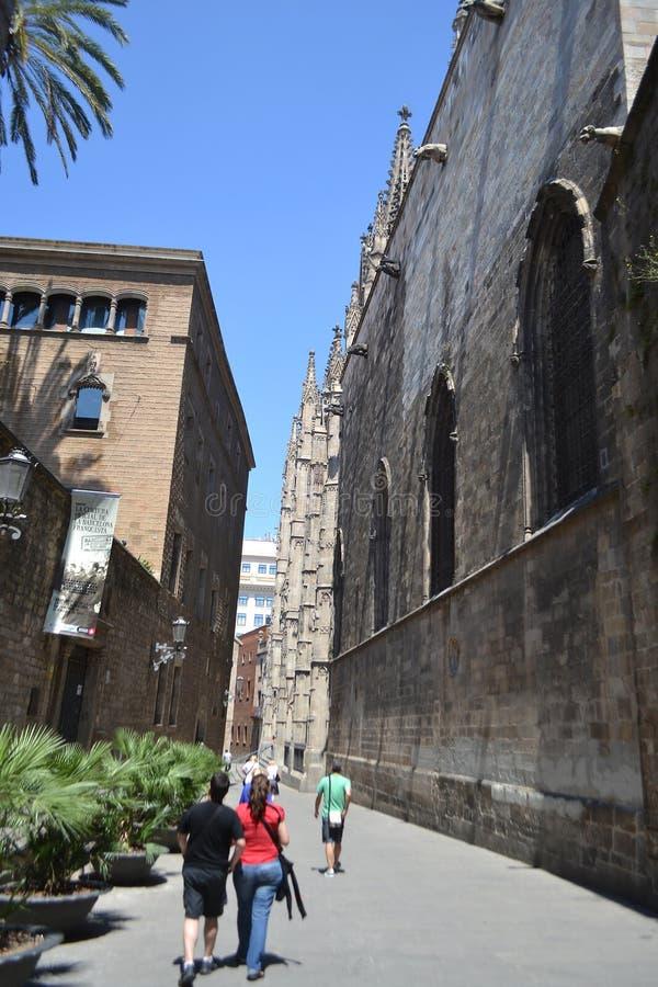 Calle en el cuarto gótico de Barcelona. foto de archivo