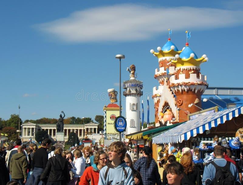 Calle en el festival de Oktoberfest imagen de archivo libre de regalías